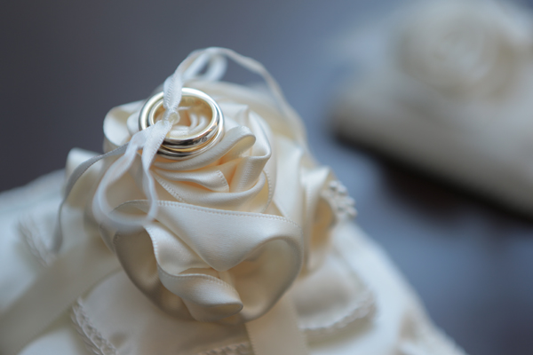 リングピローは会社の先輩につくってもらい、結婚指輪はハーフオーダーのものを