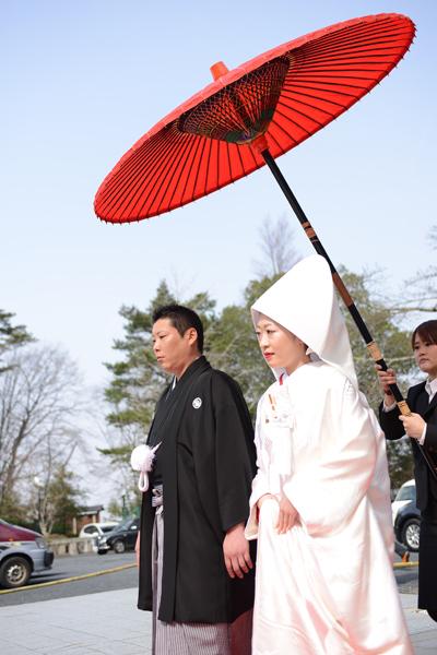 青葉城での挙式。生演奏の雅楽でお式場まで行列を作り歩いていきました