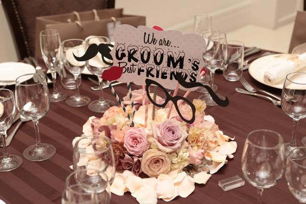 ゲストテーブルは可愛いプロップスと一緒に装飾☆たくさん楽しい写真を撮る事ができました