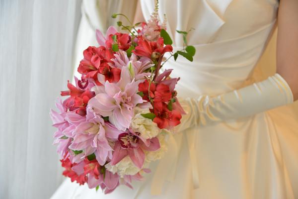 カラードレスに合わせ白ドレスにも合うこだわりのブーケ!<br /> とっても素敵でお気に入り。押し花になって届くのが楽しみです☆