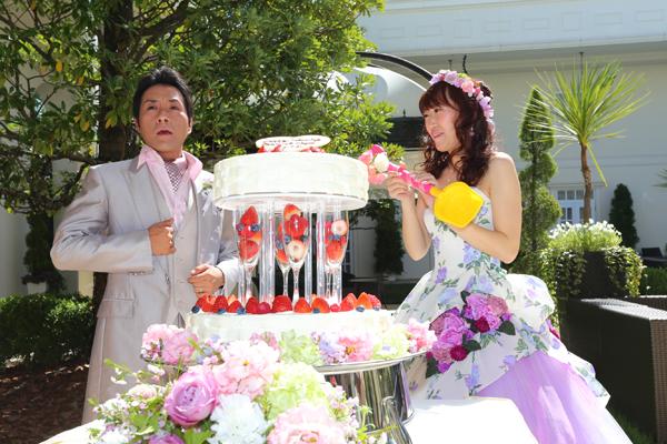 ガーデンでのケーキセレモニーは大きな大きなスコップを使いました!