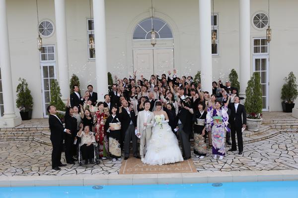 みんなで一斉に投げたフラワーシャワー!!沢山の人に囲まれ幸せです☆