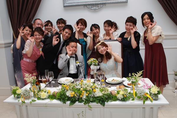 ゲストとの距離が近く、とっても居心地の良い空間でした。<br /> みんなとわいわい楽しい時間♪メインテーブルの装花もかわいすぎでした☆