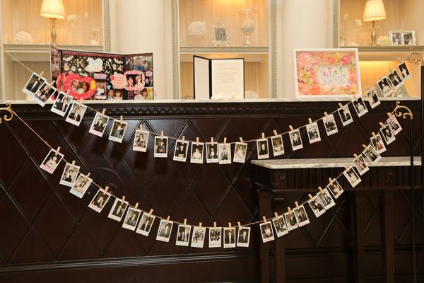 挙式は人前式☆ 皆の笑顔の写真を撮りフラッグに見立てての証明書を作成!!