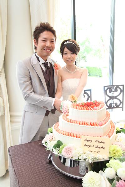 ケーキ入刀 大好きな苺とお花がいっぱい♪