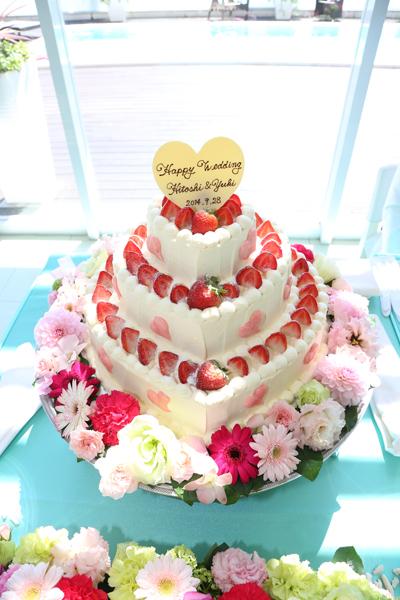 ハート型のマカロンをつけてもらったお気に入りのウェディングケーキ☆