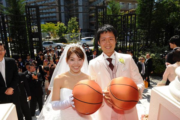2人の大好きなバスケで、みなさんにプレゼントトス☆ やわらかいクッションです