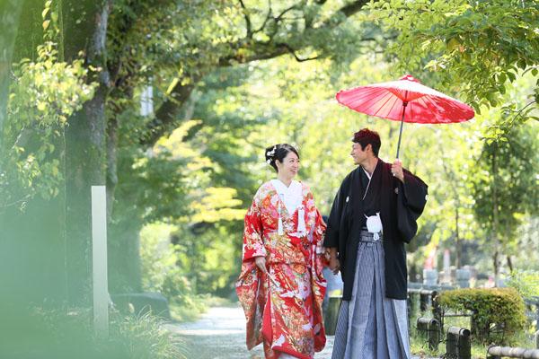 岐阜公園での前撮り風景 天気にも恵まれ緑あふれる中での撮影は最高!!
