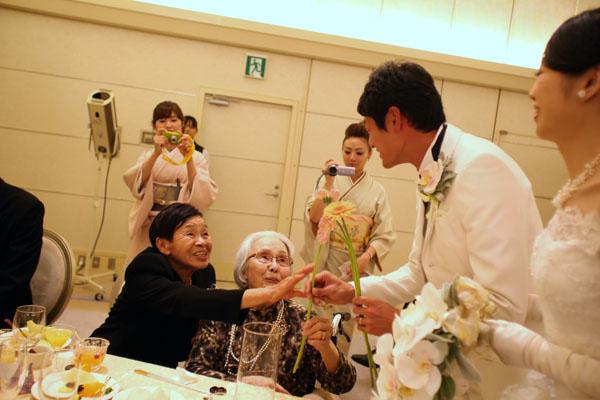 結婚式当日の誕生花はガーベラ ゲストより祝福の気持ちを込めてお二人へプレゼント