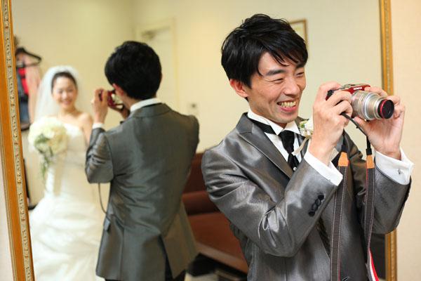 写真大好きな新郎は、カメラを持ち込んで撮影開始
