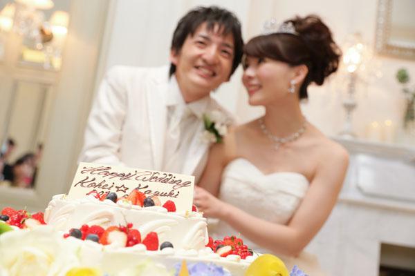 ケーキのプレートにも星が!カットの瞬間は写真も沢山撮っていただきました