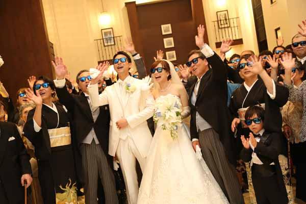 全員おそろいのサングラスをかけての集合写真!一人一人の名前入りサングラスは作って正解!