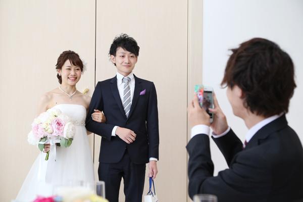 ご新婦様の中座相手はお兄様と 恥ずかしそうにしながらも笑顔があふれます