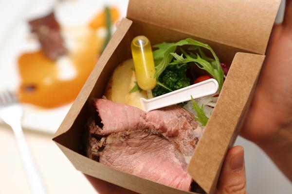 ピクニックが好きなおふたり。ランチボックスでローストビーフをおすそわけ☆