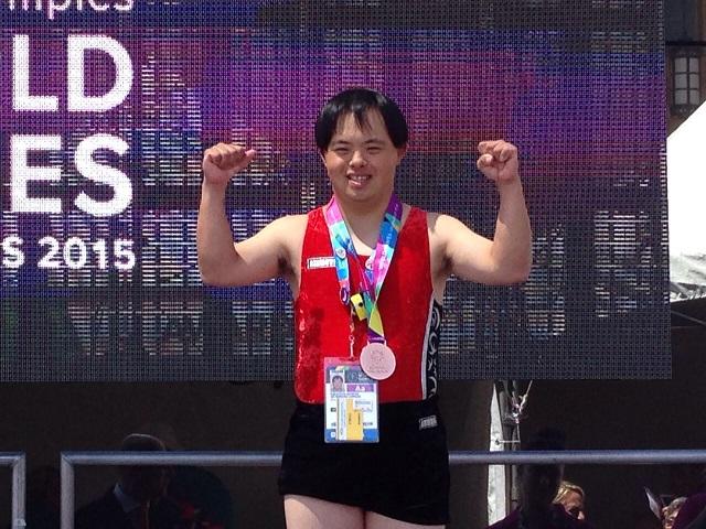当社社員である森田赳人選手が、7 月25 日(土)から米国ロサンゼルスで開催される<br /> 「2015 年スペシャルオリンピックス夏季世界大会・ロサンゼルス」※1 の<br /> 体操部門に、日本選手団の一人として出場することになりました。