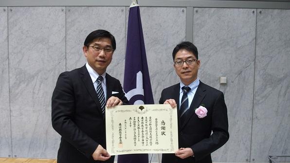 東京都立特別支援学校の障がい者就労支援に貢献したことが評価され、このたび、平成27年度「東京都教育委員会事業貢献企業」として表彰されました。<br /> <br /> 表彰式が1月25日(月)に都庁第一本庁にて開催され、代表取締役社長の岩瀬 賢治に感謝状が授与されました。