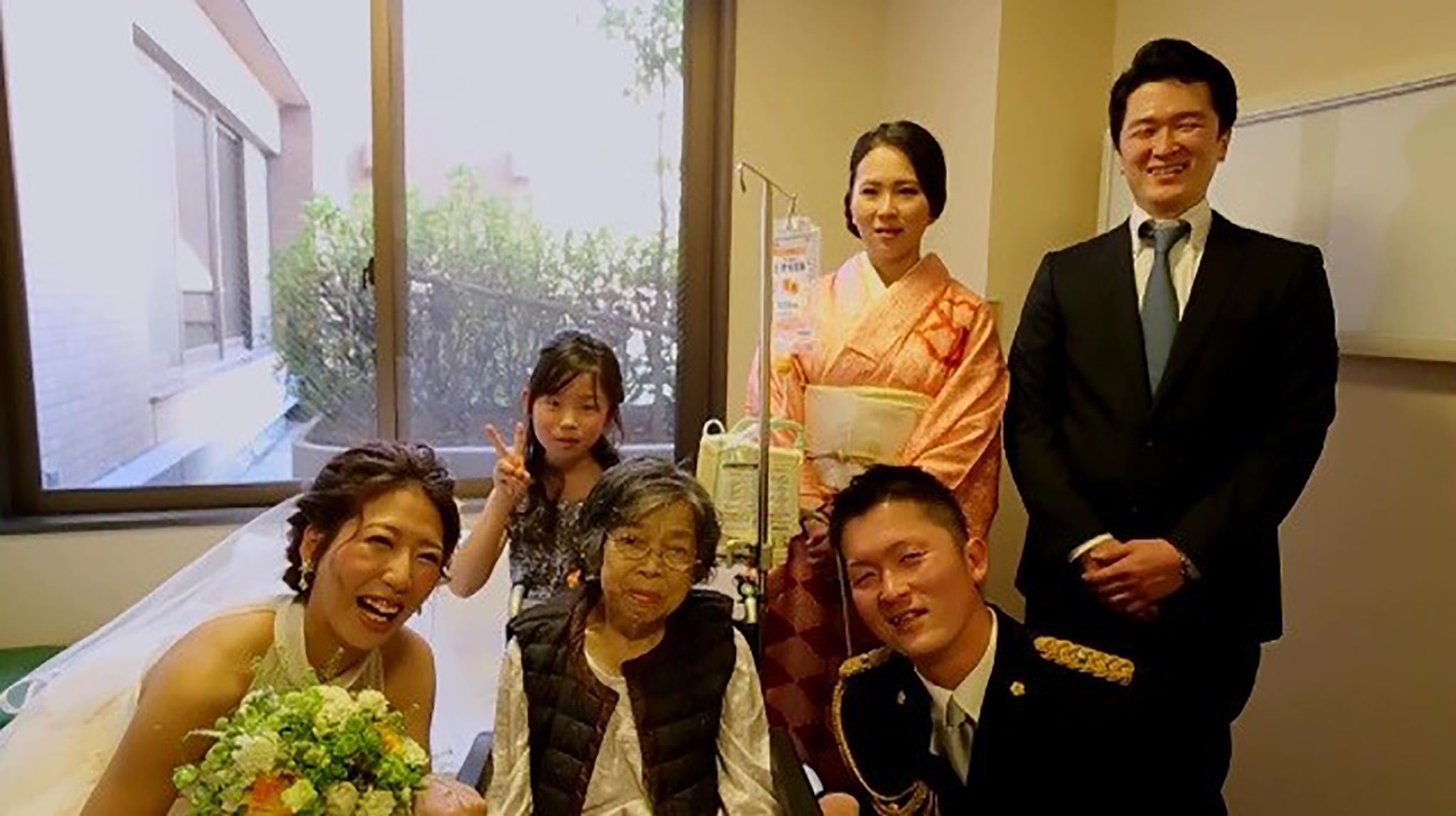 お祖母ちゃんへ贈るサプライズ! 家族だけの小さな結婚式