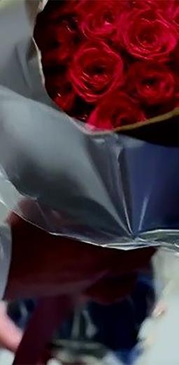 おふたり色に染まった結婚式! 22本の赤いバラに込めた想い